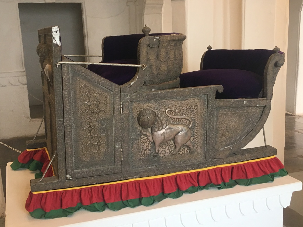 Elephant mounts (1)