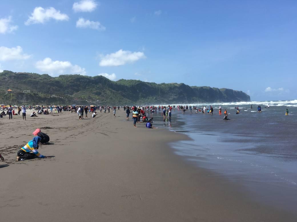 Beach Parangtritis (1)-min