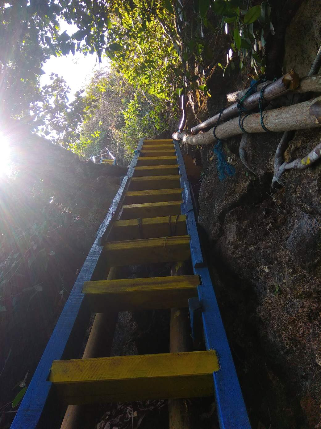 Path to Langse Cave (3)-min