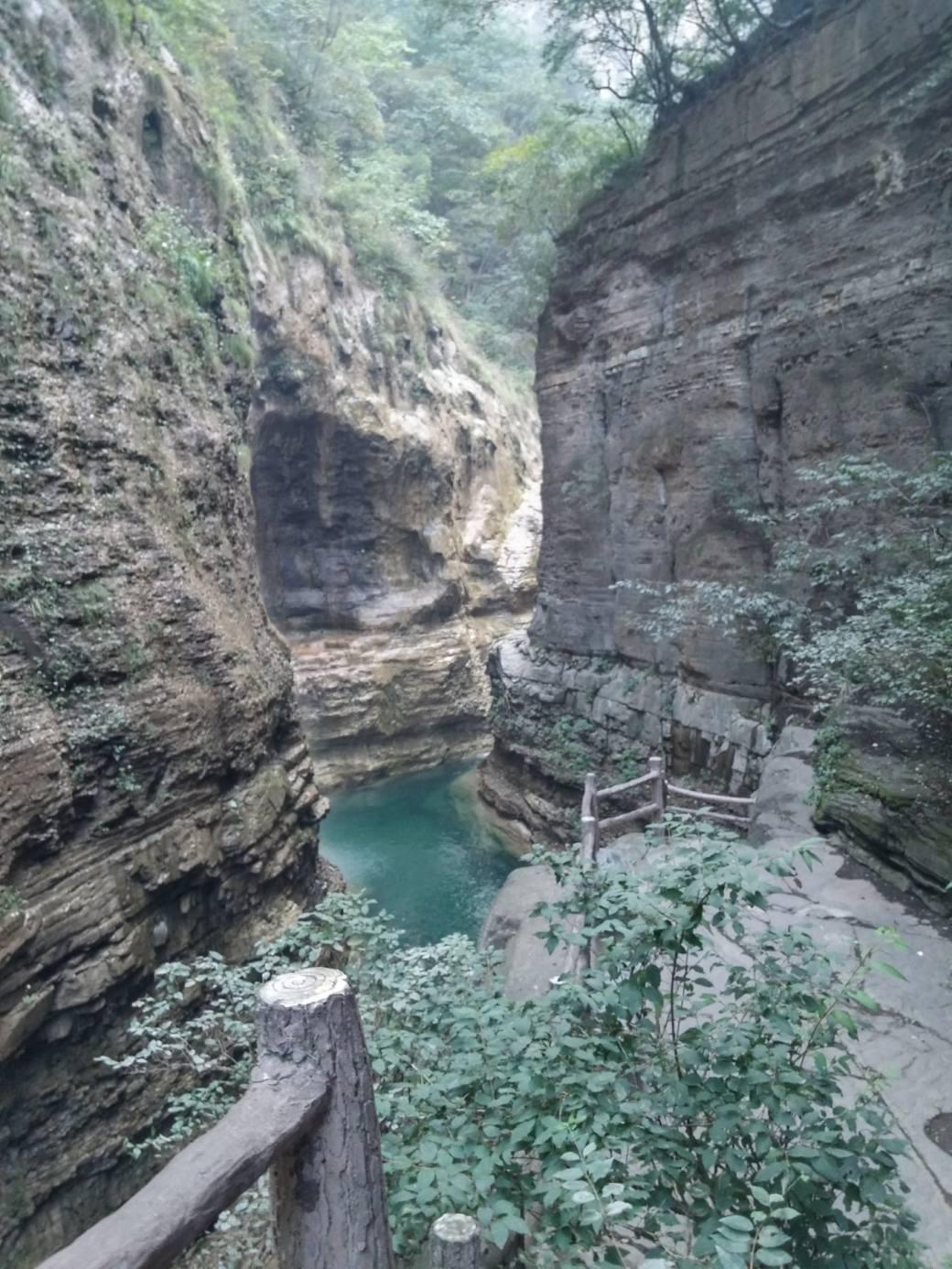 Cascades et roches rouges Yuntaishan (1)