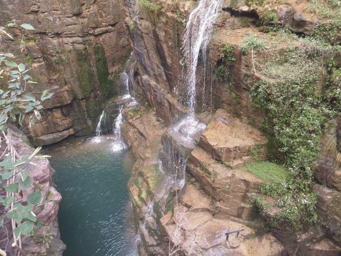 Cascades et roches rouges Yuntaishan (4)