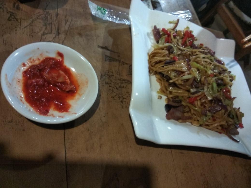 Nouilles viande de yak et kimchi coréen